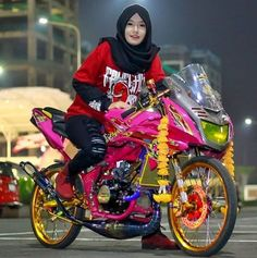 Vespa Motorcycle, Ninja Motorcycle, Casual Hijab Outfit, Hijab Chic, Kawasaki Ninja 250r, Drag Bike, Chopper Bike, Kawasaki Motorcycles, Lady Biker