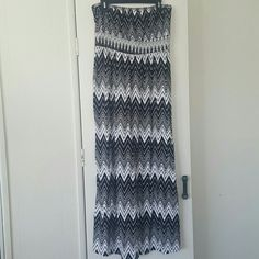 Old Navy black/white chevron tube maxi. NWT Old Navy black/white chevron tube maxi. Size L. Brand New with Tag. No trades. If you BUNDLE 3 items, you get 15% off!  Old Navy Dresses Maxi