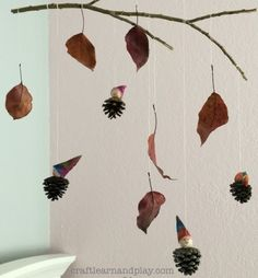 How To Make Beautiful Nature Mobile For Kids Pinecone Crafts Kids, Pine Cone Crafts, Fall Crafts, Pinecone Decor, Forest Crafts, Nature Crafts, Indoor Activities For Toddlers, Creative Activities, Diy For Kids