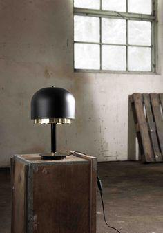 Casanova bordlampa av Sabina Grubbeson, Grubbeson Design. Finns även i vit och mässing.
