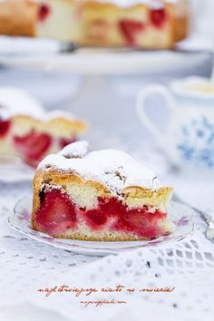 The easiest cake in the world this time with strawberries! Polish Desserts, Polish Recipes, Cookie Desserts, Sweet Desserts, No Bake Desserts, Sweet Recipes, Delicious Desserts, Cake Recipes, Dessert Recipes