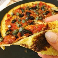 Pizza 100% farina di ceci - Volersi bene mangiando Diet Recipes, Vegetarian Recipes, Healthy Recipes, Pizza E Pasta, Healthy Pizza, Gluten Free Pizza, Salty Cake, Sweet And Salty, Going Vegan