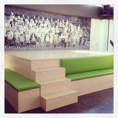 Ontwerp podium toneel/zitelement/opberg en achterwand voor basisschool.  www.jolandaknook.nl Jolanda Knook interieurvormgeving