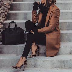 In love . . #kyliecosmetics #vegas_nay #makeup #anastasiabeverlyhills #eyeshadow #nashville #fallfashion #mua #mannequinchallenge #wakeupandmakeup #jewelry #fashionblog #makeupaddict #amrezy #hudabeauty # #nails #ootd #tutorial #makeuptutorial #fashion #makeupartistworldwide #lillyghalichi #kylielipkit #style #makeupfreak #norvina # #jessiejamesdecker #party