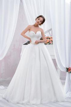 "Wedding dress by Belleza e Lusso. Collection ""Piano"" / Свадебное платье от Belleza e Lusso. Piano, Evening Dresses, Wedding Dresses, Collection, Design, Fashion, Moda, Evening Gowns, Bridal Dresses"