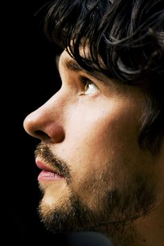 Ben Whishaw ~ perfect bone structure and really suits the little beard :) Yum!