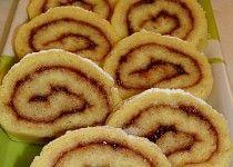 Piškotová roláda 4 Onion Rings, Food And Drink, Cookies, Baking, Ethnic Recipes, Crack Crackers, Biscuits, Bakken, Cookie Recipes
