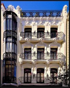 Casa de Pérez Villaamil, Plaza de Matute, Madrid Toledo Madrid, Spanish Courses, Foto Madrid, Iron Balcony, Spanish Art, Art Nouveau Architecture, Magic City, Spain And Portugal, Spain Travel