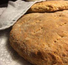 Teeleipiä tulee tehtyä melko usein. Ne syntyvät helposti ja nopeasti ja yleensä kaapista löytyy kaikki tarvittava, vaikka niiden leipominen aloitettaisiin hetken mielijohteesta. Käytän aina samaa p…