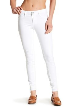 656f39b6d34d Classic white jeans for spring-time. Skinny Jeans Style
