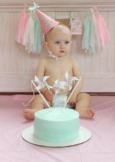 Love the colors shabby chic baby girl birthday. Butterfly 1st Birthday, Baby Girl Birthday, Birthday Diy, Birthday Ideas, First Birthday Cakes, First Birthday Parties, First Birthdays, Shabby Chic 1st Birthday, Daisy Party