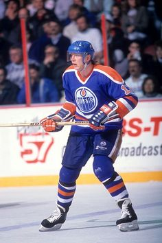 Jari Kurri of the Edmonton Oilers skates on the ice during an NHL game against the Philadelphia Flyers on March 7 1989 at the Spectrum in. Hockey Rules, Hockey Puck, Ice Hockey, Bruce Bennett, Wayne Gretzky, Nhl Games, Nhl Jerseys, Edmonton Oilers, Nfl Fans