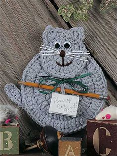 FREE & ADORABLE! Kitty Note Holder Pattern from Freepatterns.com. @Craft Downloads