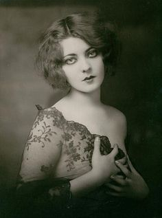 Ziegfeld girl Marion Benda - c. 1920s - something about her reminds me of Shirley Manson from Garbage.....