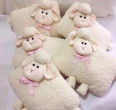 Quanta fofura nessas almofadas de ovelhinhas da @rosanaaoyama perfeita para decorar o quarto ou até lembrança de batizado ou maternidade #ovelhinha #almofadaspersonalizadas #lembrancamaternidade #batizado #batizadomenino #batizadomenina #maedemenino #maedemenina