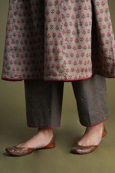 Salwar Designs, Kurta Designs Women, Wedding Dress Suit, Dress Suits, Indian Attire, Indian Wear, Simple Kurta Designs, Indian Fashion Dresses, Clothing Websites