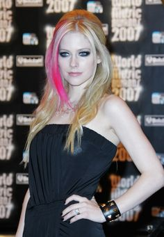 Avril Lavigne - World Music Awards 2007 - Arrival - Photo 28 | Celebrity Photo Gallery | Vettri.Net