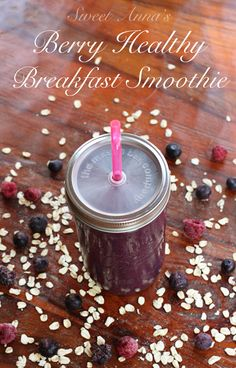 berry healthy breakfast smoothie