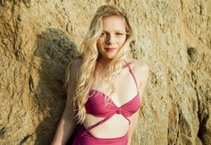Emma Bell born december 1986 in woostown, new jersey, usa Bell Pictures, Rotten Tomatoes, Celebrity Gallery, Season 1, American Actress, Bikinis, Swimwear, December 17, Poses