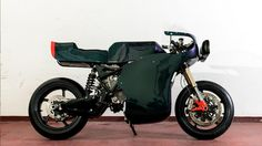"""No, it's not April This is a genuine new """"electric streetfighter"""" from Italian electric bike manufacturer Energica and it's called the Midnight Racer. The Midnight Racer is a customised Eva that Honda Cb 500, Stunt Bike, Electric, Retro Motorcycle, Packers And Movers, Chandigarh, Custom Motorcycles, Sport Bikes, Dark Side"""