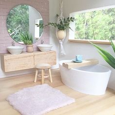 Another look at the bathroom in Zara's House Of Hugs. I am in the middle of putting the most incredible rooms together. Hopefully the rain stops so I can get some nice and bright photos. Xxx The amazing tub has been donated by my amazing friend Jess @calevie_designer_dollhouses .
