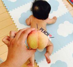 今しかできない!赤ちゃんの「ユニークな写真の撮り方」まとめ♡次なるブームは…!?のタイトル画像