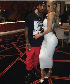 """Kylie Jenner and Tyga reportedly living apart after he """"moved out"""" of her mansion. Kylie Jenner and her boyfriend Tyga have reportedly hit another rough patch in their romance. Tyga And Kylie, Trajes Kylie Jenner, Looks Kylie Jenner, Estilo Kylie Jenner, Kylie Jenner Outfits, Kendall And Kylie Jenner, Kylie Jenner Engaged, Kylie Jenner White Dress, Kylie Jenner Boyfriend"""