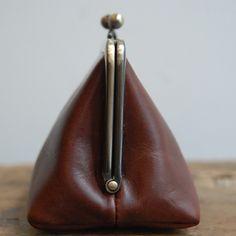 [Envelope Online Shop] triangle purse KOHORO KOHORO goods