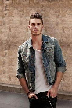 10 Of The Best Denim Jackets For Men This Vintage type of Denim Jacket is amazing to have Rugged Style, Look Fashion, Mens Fashion, Fashion Trends, Trending Fashion, Fashion Fall, Fashion 2020, Street Fashion, Guy Fashion