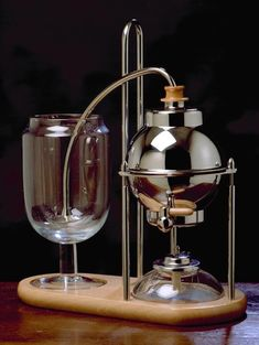 Il Cafetino by Royal Coffee Maker company. A variation on the syphon coffee system. Totally gotta have! Coffee Snobs, Espresso Coffee, Coffee Cafe, Best Coffee, Coffee Brewers, Drip Coffee, Cafetiere Design, Vacuum Coffee Maker, Coffee Equipment