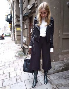 Coulottes worn by Fanny Ekstrand Tomboy Outfits Coulottes Ekstrand Fanny worn Fall Outfits, Casual Outfits, Fashion Outfits, Womens Fashion, Tomboy Outfits, Look Casual Otoño, Coulottes Outfit, Work Fashion, Fashion Looks