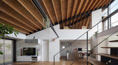 レビュー: House with a large hipped roof - 株式会社 直井建築設計事務所
