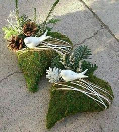 Great Totally Free Funeral Flowers with picture Thoughts Whether or not you will be coordinating and also visiting, funerals are always the sorrowful and from time to . Grave Flowers, Funeral Flowers, Diy Flowers, Deco Floral, Arte Floral, Funeral Flower Arrangements, Floral Arrangements, Moss Decor, Christmas Wreaths