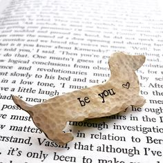 Personalized animal brooches made with vintage findings Motivational Gifts, Inspirational Gifts, Cat Jewelry, Animal Jewelry, Gifts For Horse Lovers, Dog Pin, Dachshund Dog, Cute Dogs, It's Finished