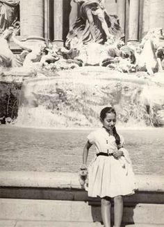 Zaha Hadid as a Child. What happened to her? Zaha Hadid Architecture, Modern Architecture, Arquitectos Zaha Hadid, Bagdad, Vintage Italy, Famous Architects, Built Environment, Hanging Out, Childhood