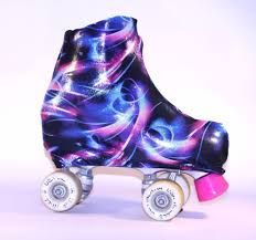 Resultado de imagen para cubre patines Roller Skating, Ice Skating, Figure Skating, Glow Shoes, Quad Roller Skates, Skate Photos, Roller Derby Girls, Painted Canvas Shoes, Unicorn And Glitter