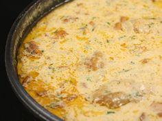 Pui+manastiresc Hungarian Recipes, Hungarian Food, Romanian Recipes, Romanian Food, Cheeseburger Chowder, Macaroni And Cheese, Main Dishes, Chicken Recipes, Recipies