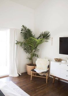3 Convenient Hacks: Minimalist Decor Inspiration Interiors colorful minimalist home white walls.Minimalist Living Room Tv Interior Design minimalist home inspiration house tours. Home Bedroom, Modern Bedroom, Bedroom Decor, Bedroom Corner, Master Bedroom, Bedroom Furniture, Furniture Decor, Bedroom With Tv, Corner Furniture