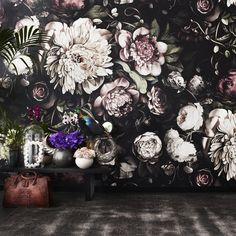Dark Floral II Black Saturated XL (200%) Wallpaper