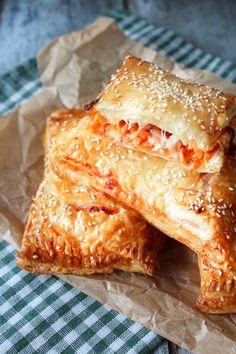 Pizza Lunch Bites Med Skinke - Jeg har før lavet min egen udgave af lunch bites med kylling her på bloggen og nu blev det tid til en pizzaudgave med skinke! De er vildt lækre! Skal der lidt lækkert i madpakken - så prøv disse! #Madpakke #Frokost #Pizza #Lunchbites #Snacks #Hapsere #Skinke #Butterdej