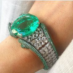 #ILoveEmeraldsICanNotLie💚 Enjoy 62 cts Emerald 💚 💚 Thank you dear @_.macha._ for sharing this exceptional piece 💚