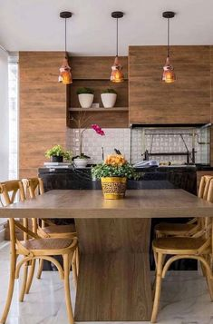 Granito e madeira predominam na decoração dessa varanda gourmet Home And Living, Living Room, Home Kitchens, My House, New Homes, Dining Table, Modern, Furniture, Design