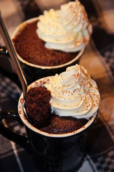 Kladdkaka i mugg Mug Cakes, Cupcake Cakes, Swedish Recipes, Sweet Recipes, Cookie Desserts, Dessert Recipes, 5 Ingredient Desserts, Sweet Pastries, Kitchens