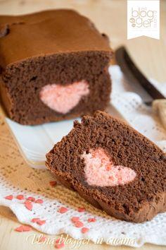 plumcake cuore ok vertINGREDIENTI PER L'IMPASTO ROSA  180 g di farina 00  80 g di burro fuso  80 g di zucchero semolato  1 uovo  3 cucchiai di yogurt bianco intero  5 g di lievito per dolci  120 g di latte fresco  5 ml di colorante rosso in gel  bacca di vaniglia per aromatizzzare  1 g di sale  INGREDIENTI PER L'IMPASTO AL CACAO:  260 g di farina 00  150 g di burro morbido ma non sciolto  150 g di zucchero semolato  2 uova intere  1 albume  70 g di cacao amaro