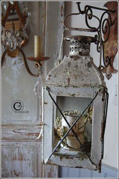 This is pretty . and shabby . Old Lanterns, Hanging Lanterns, Rustic Lanterns, Vintage Lanterns, Lanterns Decor, Decoration Shabby, Chabby Chic, Lantern Chandelier, Ivy House