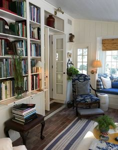 A Stunning New England Farmhouse And Garden Blue And White Home - A Stunning New England Farmhouse And Garden Admin March Comments Every Now And Again I Dream About Moving Out Of The City And Moving Back To New England To A Historic Farmhouse With New England Farmhouse, New England Cottage, Home Libraries, Living Spaces, Living Room, Small Living, Modern Living, Interior Decorating, Interior Design