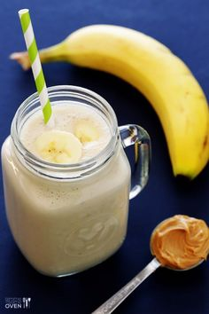 Easy Smoothie Recipes - Healthy Peanut Butter Banana Smoothie Recipe- Easy ideas perfect for breakfast, energy. Low calorie and high protein - Homemade Smoothie ideas for kids QUICK morning recipes before work and after the gym drinks High Protein Snacks, High Protein Recipes, Protein Pack, Banana Recipes, Yummy Drinks, Healthy Drinks, Healthy Food, Healthy Afternoon Snacks, Easy Smoothies
