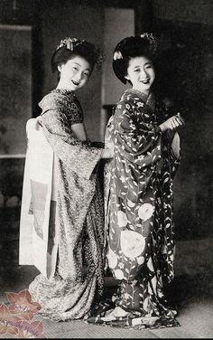 Maiko postcard.  About 1940's, Japan.  Image via kofuji on Flickr