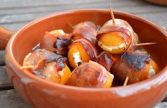 Tapas - filled apricots in a bacon band - Katha cooks! - Tapas – filled apricots in a bacon band – Katha cooks! Finger Food Appetizers, Finger Foods, Appetizer Recipes, Snack Recipes, Yummy Snacks, Yummy Food, Food Platters, Relleno, Clean Eating Snacks