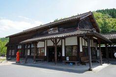 大隅横川駅。立派な駅舎がいつまでも愛されますように。